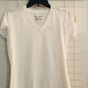 $15 !!! Under Armour White Semi-Fitted TShirt  XS